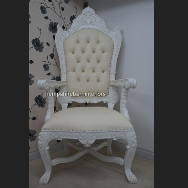 A DIAMOND TRONO ULTIMO DI DIAMANTE in white and creamy white faux leather upholstery KINGS THRONE1