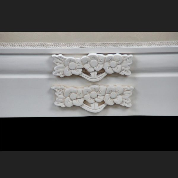 A French Chateau Style Ornate Amberley LARGE Chaise Longue in Antique White and ivory fabric 3
