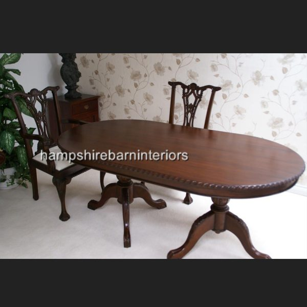 CHIPPENDALE TABLE IN SOLID MAHOGANY