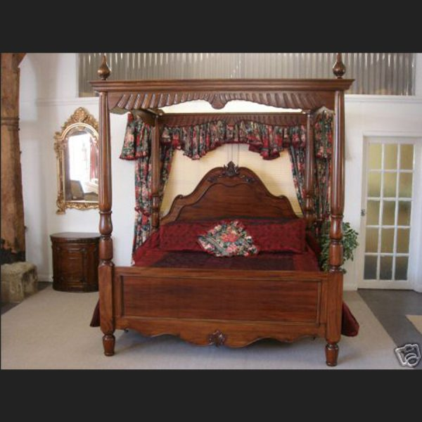 The Warrington Four Poster Bed