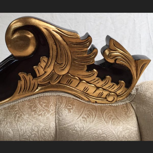 a-a-beautiful-gold-mahogany-hampshire-chaise-with-a-creamy-beige-patterned-velvet-fabric5